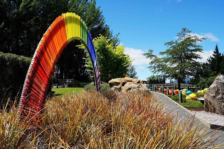 Lava Glass Sculpture Garden Rainbow (1)