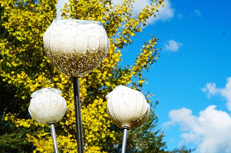 Lava Glass Sculpture Garden Glass Flowers White (1)
