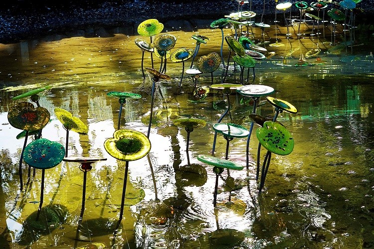 Lava Glass Sculpture Garden Lily Pads